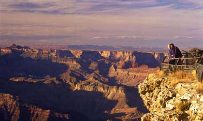 Guests look over the egde of the Grand Canyon